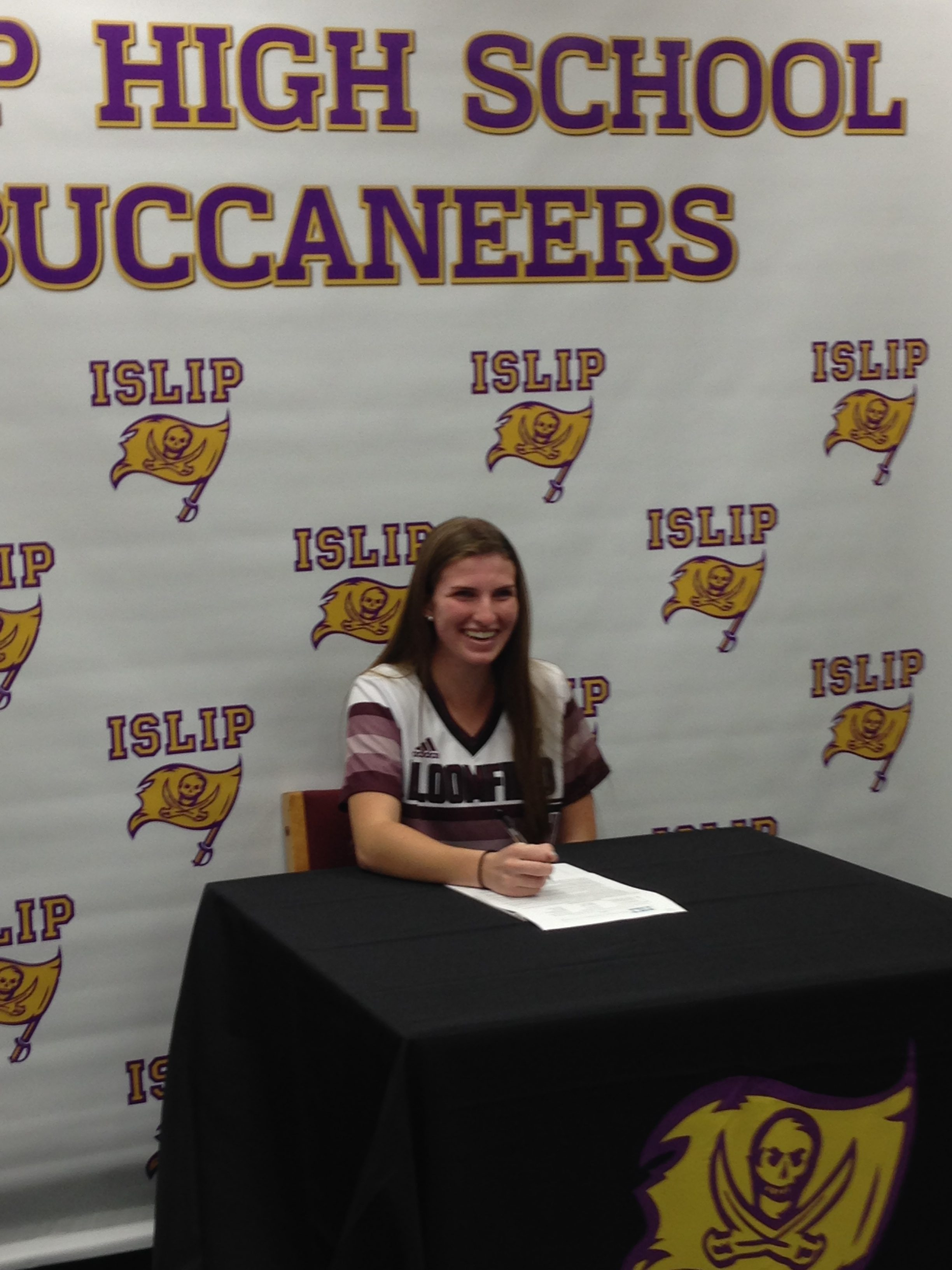 Maddie Feddersen Commits to Bloomfield College